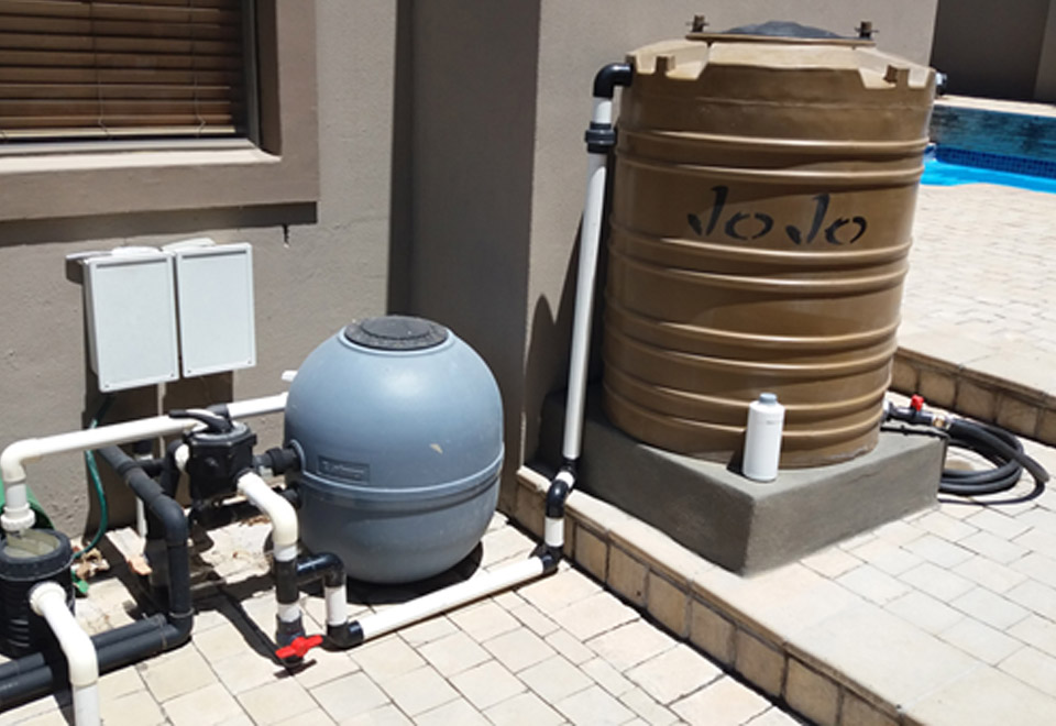 How to keep your swimming pool water topped up in drought - Convert swimming pool to rainwater tank ...